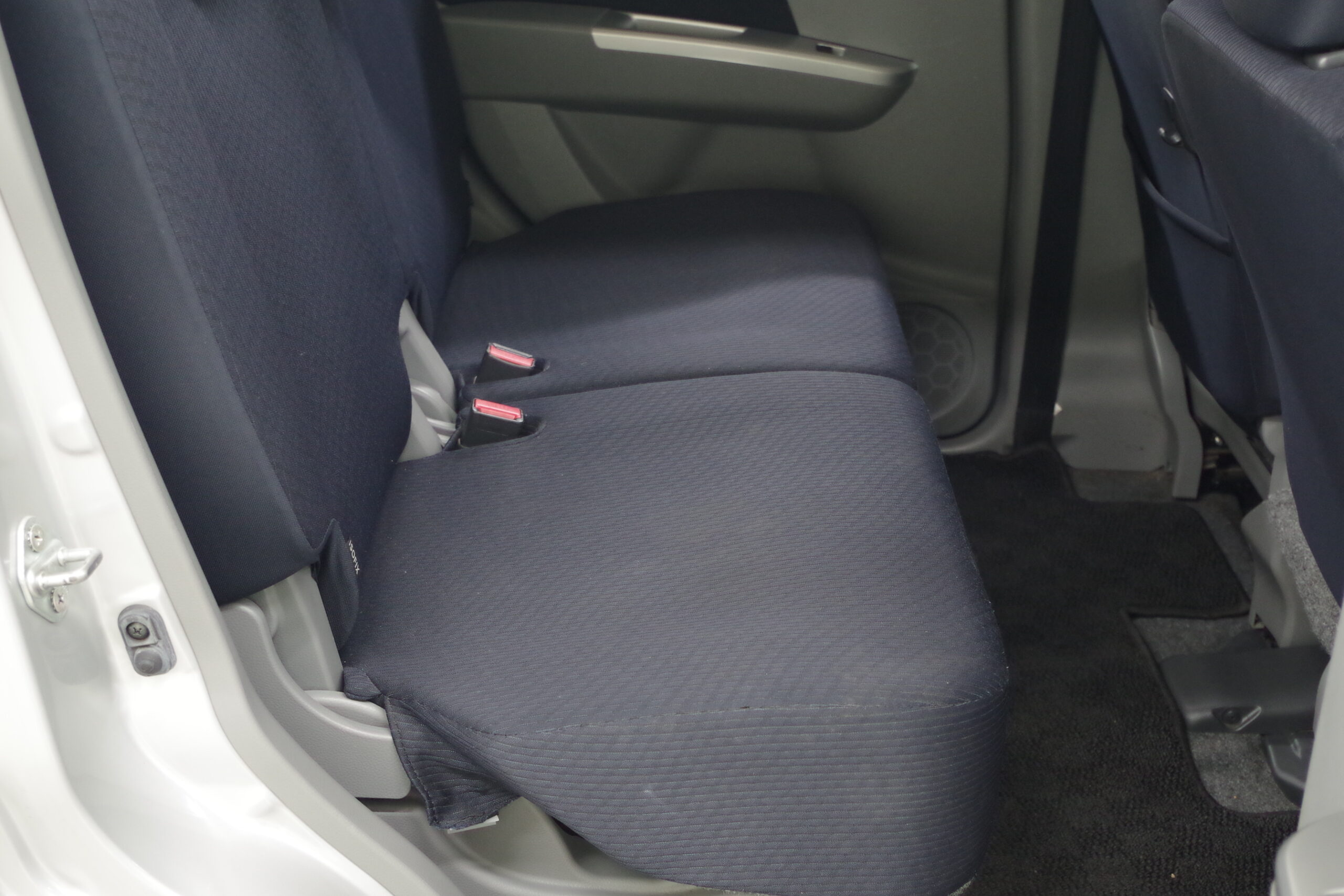 ワゴンR 低走行・後部座席フラット・足元広々♪